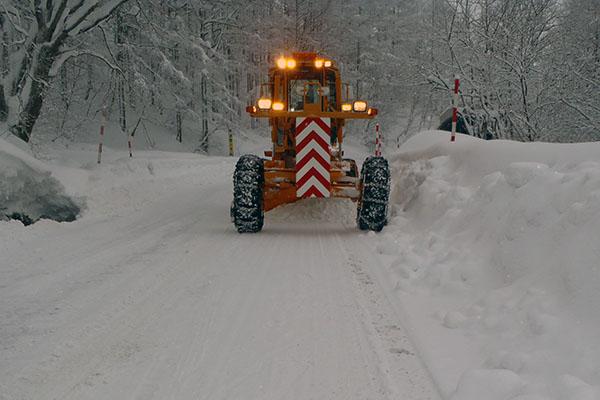 県道・グレーダー除雪作業