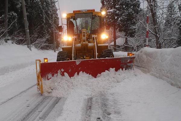 県道・ブルドーザー除雪作業